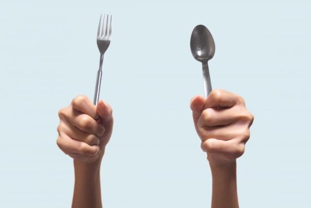 夜中に食べてしまう「痩せられない人」がとるべき対策とは?